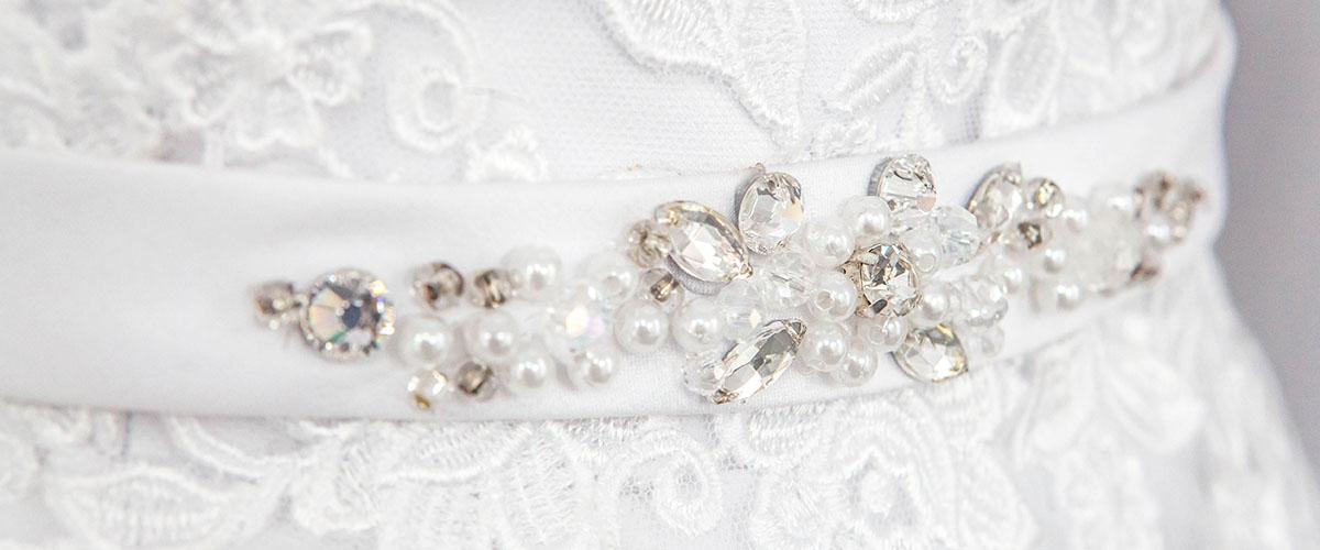 biżuteryjny pasek do sukni slubnej