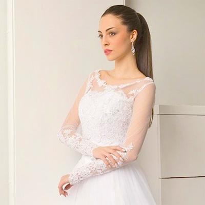 zabudowana suknia ślubna z rękawkiem